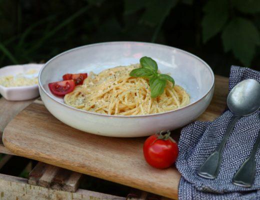 Spaghetti formaggio e pepe